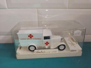 08.03.20.3 Ambulance citroën C4 1/43 Solido âge d'or