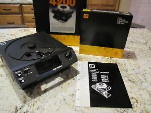 Kodak Carousel 4200 Slide Projector  w/ Carousel & Remote  VERY Clean
