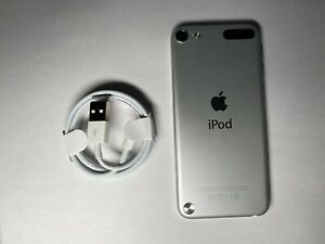 Apple iPod Touch 5th Generation Silver (32 GB) Mint Condition Model A1421
