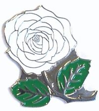 WHITE ROSE - PIN BADGE  -  YORKSHIRE DARTS CRICKET ENGLAND BROOCH (AB-31)