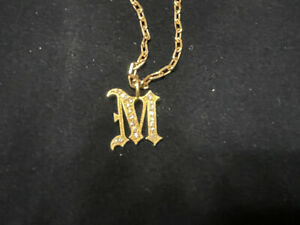 NIB Rainbow K 18k Yellow Gold And Diamond Gothic Foundrae Initial M Necklace