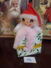 VINTAGE CHRISTMAS TREE DECORATION CINIGLIA elfo seduto su tessuto regalo NO.9