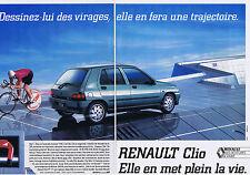 PUBLICITE ADVERTISING 064 1990 RENAULT Clio elle en met plein la vie  (2 pages)