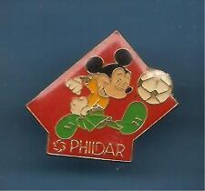 Pin's pin DISNEY MICKEY FOOTBALL PHILDAR ( ref L05 )