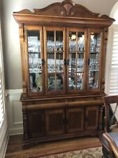 Gorgeous china cabinet - Solid Wood - Lighted.