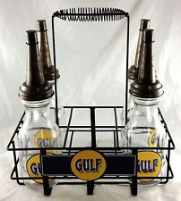GULF OIL & GASOLINE ADVERTISING OIL BOTTLES POUR SPOUT WITH METAL CARRIER RACK