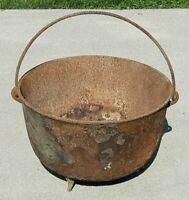Large Antique Cast Iron Cauldron Gypsy Pot 3 Leg Kettle ESTATE SALE BARN FIND