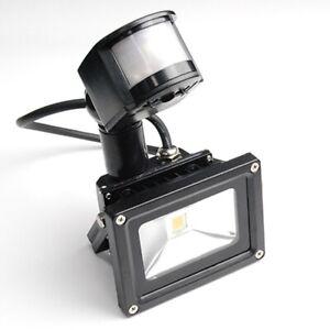 10 Watt LED Außenstrahler, Flutlicht, Gartenleuchte mit Bewegungssensor PIR