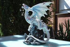 Drache weiß blau auf Felsen Dragon Fantasy Figur  Fairy Mystik Gothic
