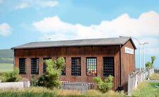 HS  Busch 1456 Bausatz für eine moderne Fahrzeughalle aus echtem Holz