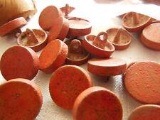 lot  10 boutons en métal rouge effet destroy usé 1,5 cm fond d'atelier ref 1699