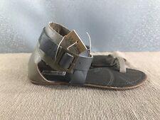 BNWT Older Girls Sz 4 Smart Grey Beige Rivers Doghouse Strappy Buckle Sandals