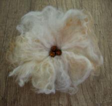 Weiße Blume Blüte Brosche nassgefilzt Handarbeit Wolle Filz Boho Braut Hochzeit
