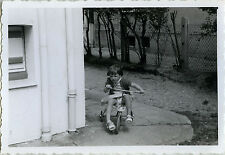PHOTO ANCIENNE - VINTAGE SNAPSHOT - VÉLO BICYCLETTE TRICYCLE FILLE MODE COURSE