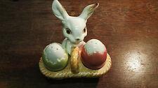 Goebel 71 001 12 Ostern Hase mit Salz und Pfefferstreuer in Eierform