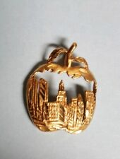 """THE BIG APPLE"" New York Charm Pendant in 14k Yellow Gold"