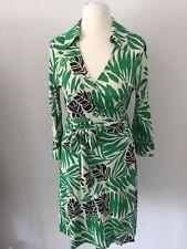Hübsches Diane von Furstenberg Wickelkleid grün schwarz weiß Gr. 12 / dt. 40
