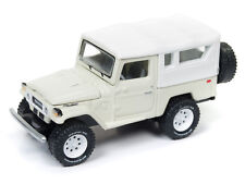 Johnny Lightning Toyota Land Cruiser 1980 Beige White Softtop JLCP7062 A 1/64