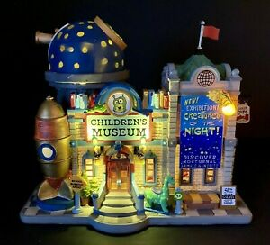 LEMAX Children's Museum Plymouth Corners Illuminated 75241 Tested New in Box