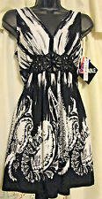 NWT WOMENS SIZE 6 V-NECK TUNIC TOP IN BLACK & WHITE/FEATURES/ BEADED BELT