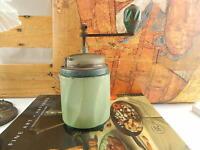 VINTAGE RARO MACINA CAFFE' LATTA VERDE ITALIANO COFFEE GRINDER MARCA TRE SPADE#