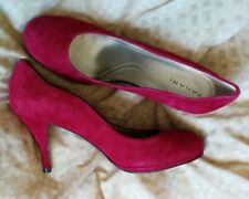 MISMATCH Tahari Colette Red Suede Scalloped Heels 9.5 M AND 9 M BN
