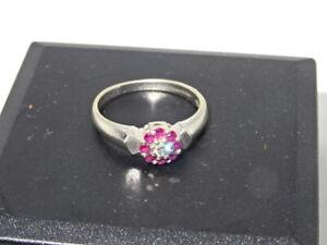 Attractive Hallmarked 9ct White Gold Diamond & Ruby Ring - Size N - 2.6g