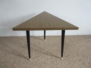 VINTAGE RETRO 60'S/70'S WOOD EFFECT TRIANGLE SIDE TABLE WITH DANSETTE LEGS