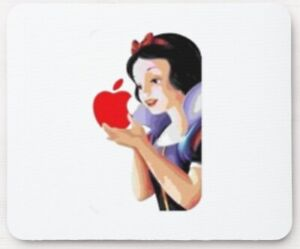 ' SNOW WHITE GIRL HOLDS THE APPLE ' MOUSE MAT suitable for Mac MacBook