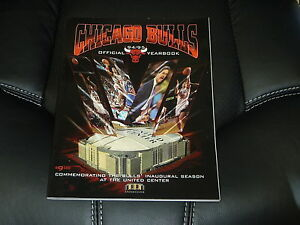 VINTAGE 1994-95 CHICAGO BULLS BASKETBALL YEARBOOK  NEAR MINT
