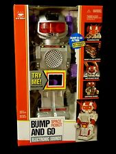 New Bright Electronic Space Robot Bump and Go Flashing Eyes Gripping Hands 1995