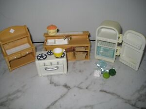SYLVANIAN FAMILIES KITCHEN SET WITH OVEN AND FRIDGE-USED