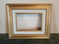 BEAUTIFUL VINTAGE SOLID WOOD TWO TONE GOLD FRAME HOLDS 5X7 WELL MADE