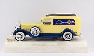 "Solido Cadillac Commerciale 4060 light cream/blue ""Cadbury's Cocoa Essence"" 1:43"