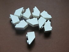 Lego 10 pieces blanches inclines inversees / 10 white slope inverted 45° 1 x 2