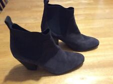 Angel Wings Brand Gray Suede Ankle BOOTS Chunky Heel Pull-on Womens size 9