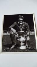 LIVERPOOL FC LEGEND STEVE HEIGHWAY WITH THE FA CUP IN 1974 ORIGINAL PRESS PHOTO