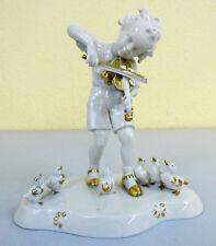 Junge mit Geige, Porzellan Figur Metzler & Ortloff, Kunstporzellan