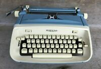 *Vintage 1960's Blue ROYAL SAFARI Manual Portable Typewriter no carrying case