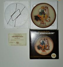 """1981 NORMAN ROCKWELL """"THE SHOEMAKER"""" ANNUAL COLLECTORS PLATE IN ORIGINAL BOX"""