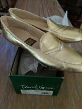 NEW Women's Vintage Daniel Green GOLD dancing slippers size 6 Narrow WOW