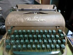 Remington Vintage Typewriter with Case