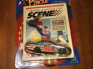 DALE JARRETT 2000 w/ WINSTON CUP SCENE FORD QUALITY CARE FORD CREDIT #88 FORD