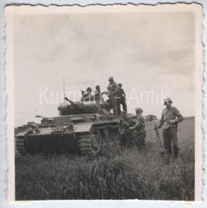 R865 Foto Wehrmacht Russland Front Panzer III + Grenadier im combat Einsatz !