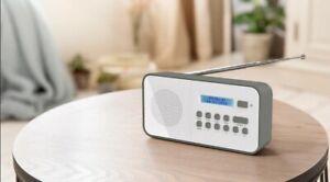 Tragbares DAB+ UKW Radio mit Batterie + Netzbetrieb Mini Digital Radio Weiß N
