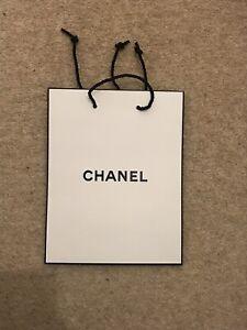 Medium christmas chanel White Gift Bag 23*18*9cm authentic
