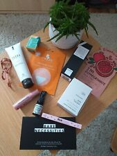 Beautybox Kosmetik Glossybox Goodiebox Set Body Wimpernzange Lidschatten NEU