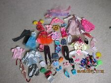 Barbie DOLL CLOTHES, Accessori Bundle Abiti Gonne Giacche Tops Scarpe Cappello Borsa