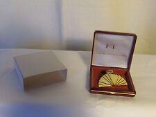 broche vintage Karl Lagerfeld Parfums métal doré