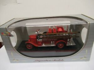 1/43 SIGNATURE ¨POMPIERS -32313-  FORD MODEL  T FIRE TRUCK  1926